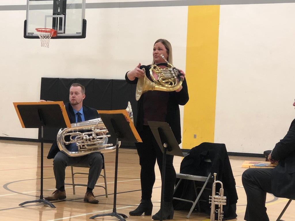 A musician demonstrates how the french horn works